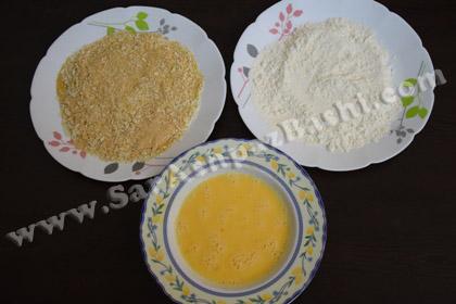 آرد، تخم مرغ و پودر سوخاری