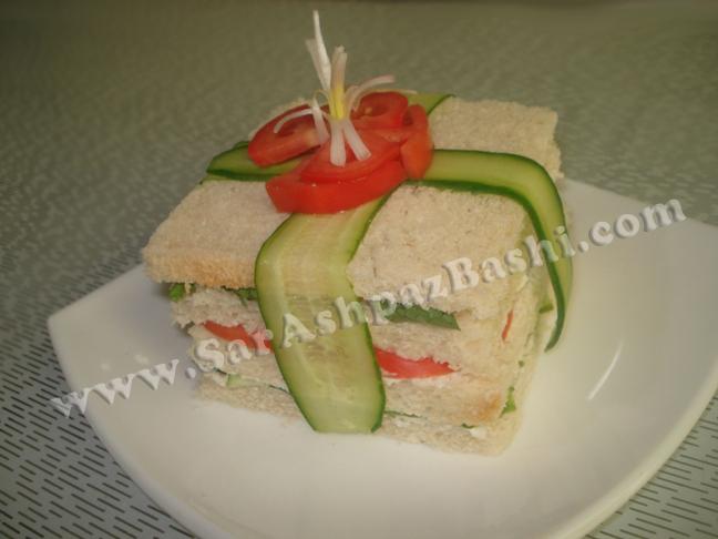 اردور نون و پنیر و گوجه و خیار و سبزی