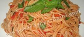 اسپاگتی با سس گوجه و ریحان