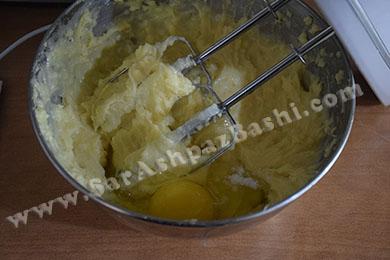 اضافه کردن آخرین تخم مرغ