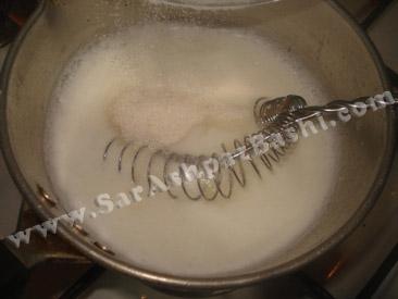 اضافه کردن ثعلب و شکر به شیر
