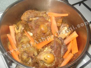 اضافه کردن هویج و نمک