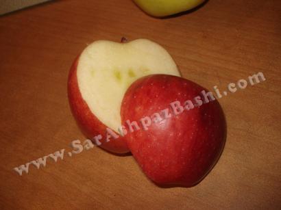 برش سیب قرمز