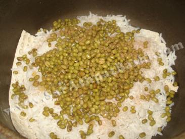 برنج و ماش در قابلمه