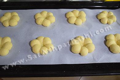 خمیرهای آماده در سینی فر