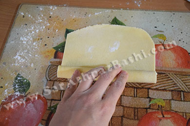 رول کردن خمیر