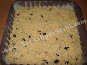 ریختن تاپینگ روی کیک