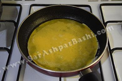 سرخ کردن تخم مرغ