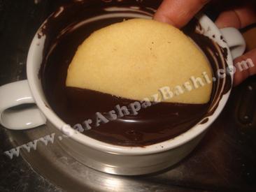 فرو کردن در شکلات مذاب