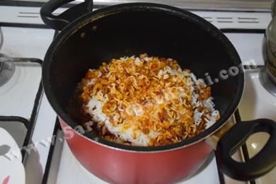 لایه لایه ریختن برنج و مایه گوشتی