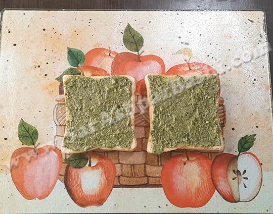 مالیدن پستو روی نان