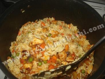 مخلوط کردن مواد با برنج
