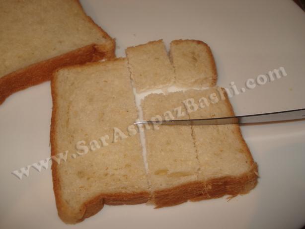 نان تست در حال برش خوردن