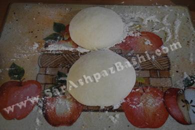 پف کردن خمیر روی سطح کار