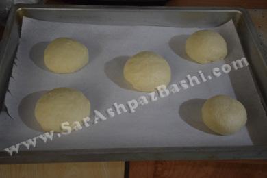 چانه نان در سینی