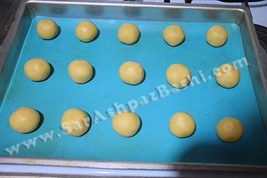 چیدن شیرینی ها در سینی