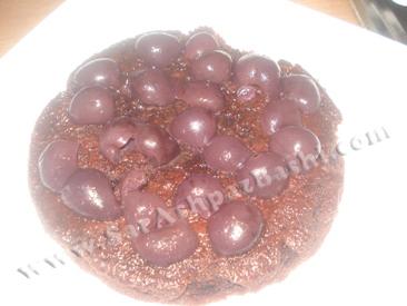 چیدن گیلاس روی کیک