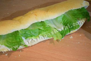 کاهو در ساندویچ