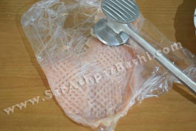 کوبیدن گوشت مرغ