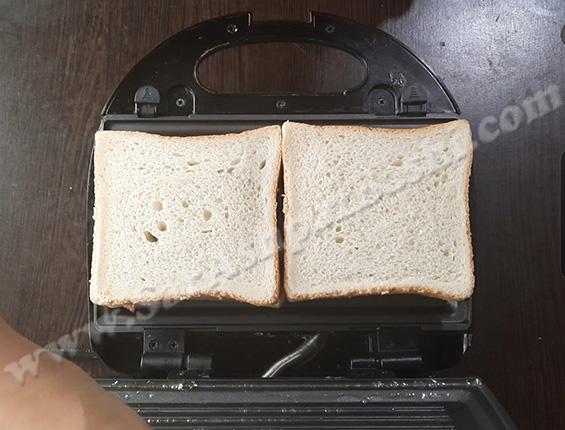 گذاشتن ساندویچ ها در دستگاه