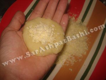گذاشتن پنیر