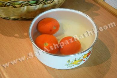 گوجه در آب جوش
